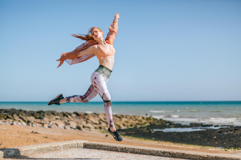 Woman wearing a yoga legging